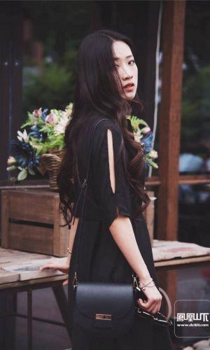 凤凰山下手机客户端第四十二期封面女神:温