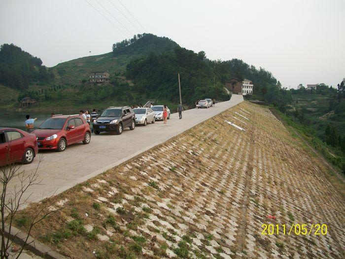 烟紫湖原名响水洞水库   位于达县景市镇   距达城四十多公里