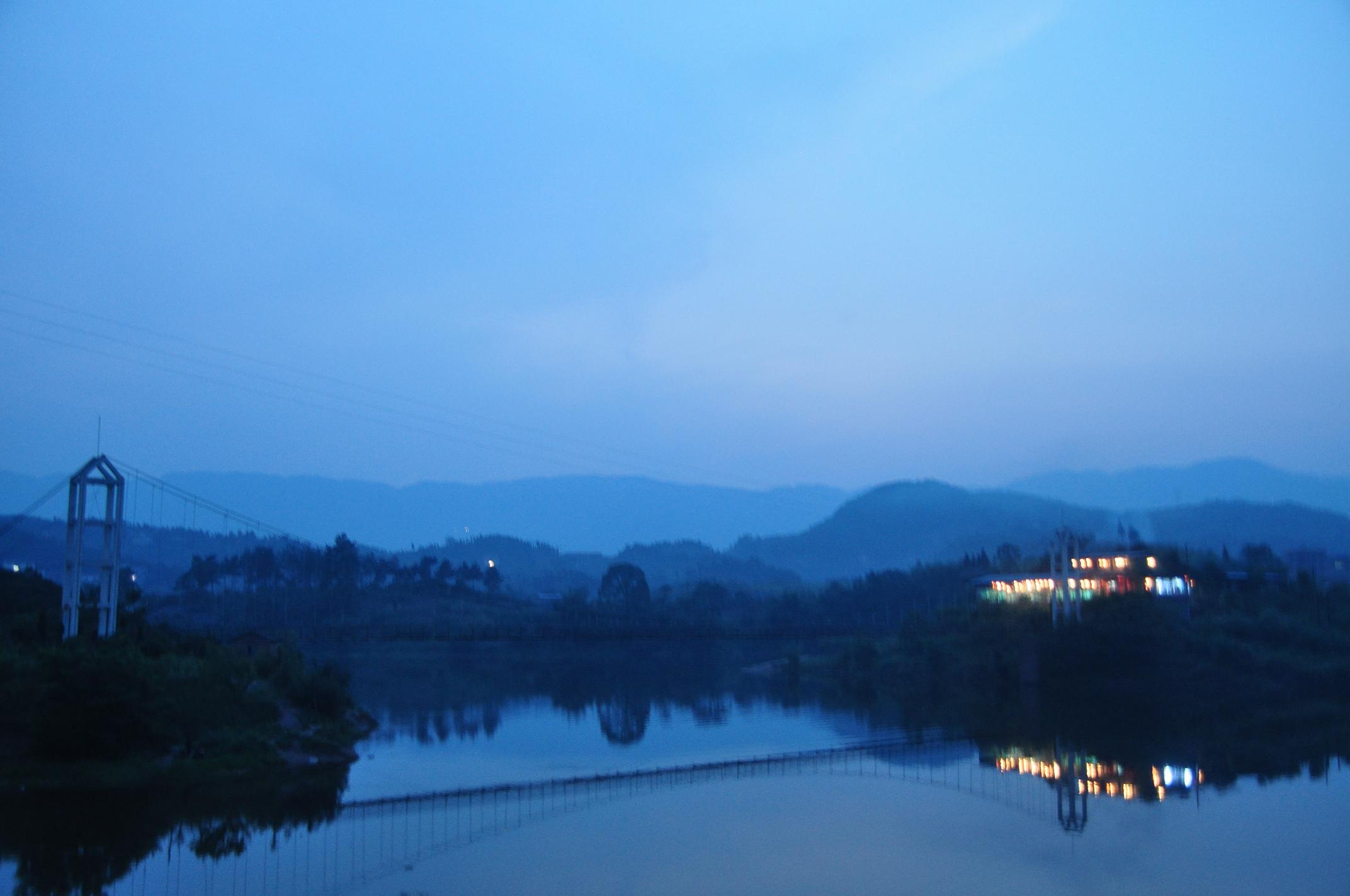 暮色下的莲花湖 - 今日达州 - 凤凰山下 - www.dz19.