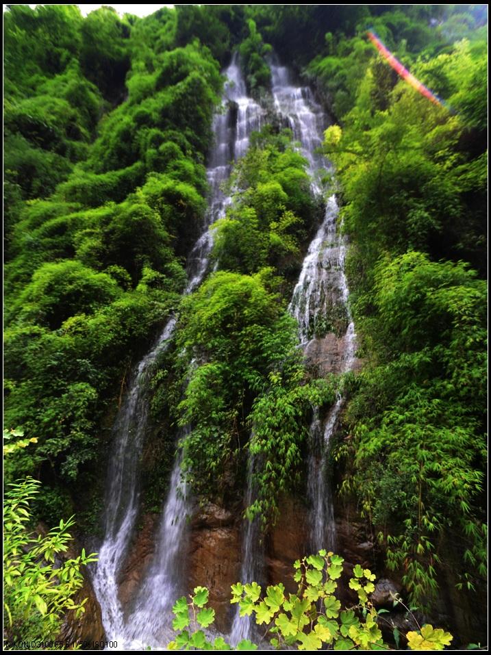 国家aaaa级自然风景区---万源市旧院镇龙潭河瀑布