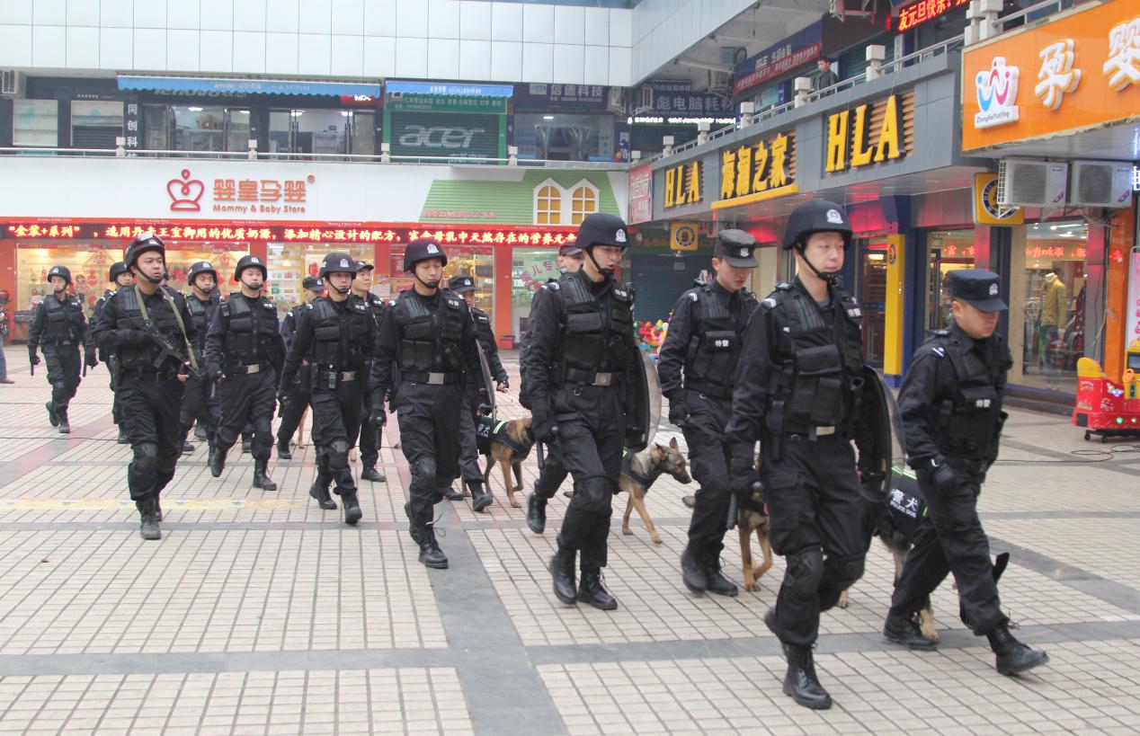 宣汉县公安局充分发挥警犬巡逻安保作用  营造安全节日环境