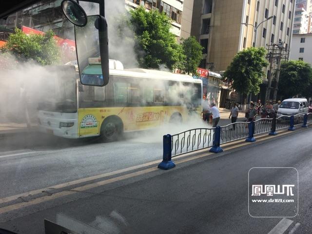 1路公交起火了