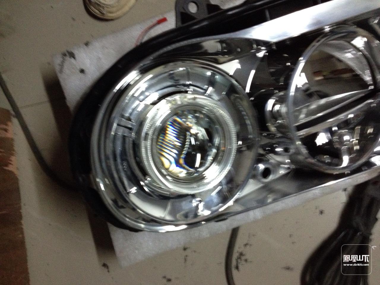 克莱斯勒升级汽车灯光300c改装透镜氙气灯