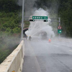 高速路上油罐车突发大火  达州消防紧急救援