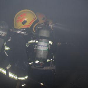 宣汉聚城峰华小区发生火灾 达州消防张家坝中队迅速扑救