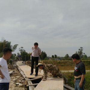 县水管处党委书记、主任罗泉同志调研白兔坝支渠建设项目