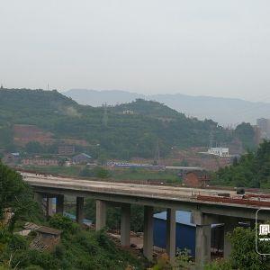 金南大桥南外引桥完成桥面浇筑