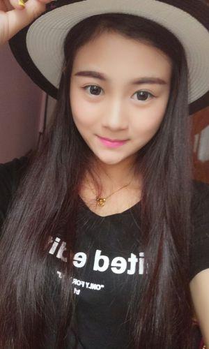 凤凰山下手机客户端第三十七期封面女神:刘