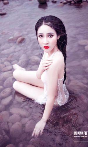 凤凰山下手机客户端第三十九期封面女神:刘