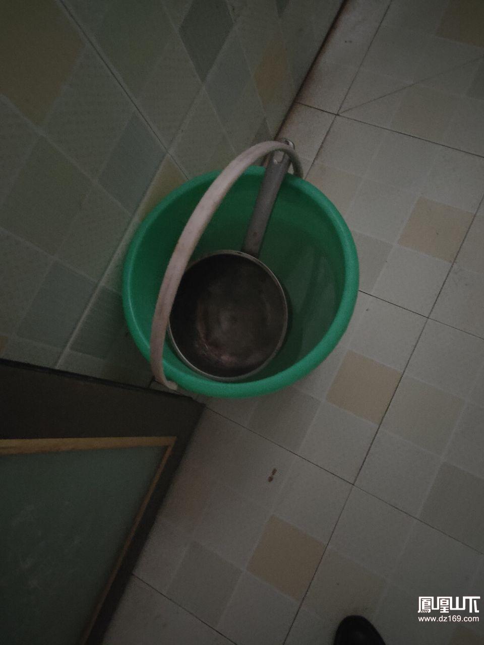 吃水有吃肉一样难了,希望有关部门管管还老百姓一个吃健康水的日子