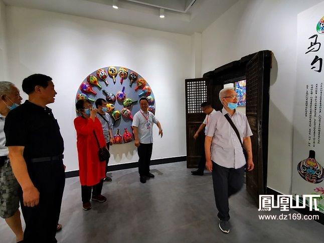 参观七小新锦学校传统文化基地.jpg