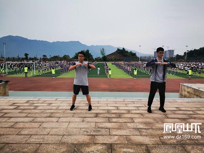 达州嘉祥学校学生做课间操.jpg