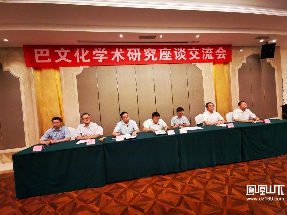 四川省巴文化研究会在达州举行换届选举,市人大副主任朱丰年到会祝贺