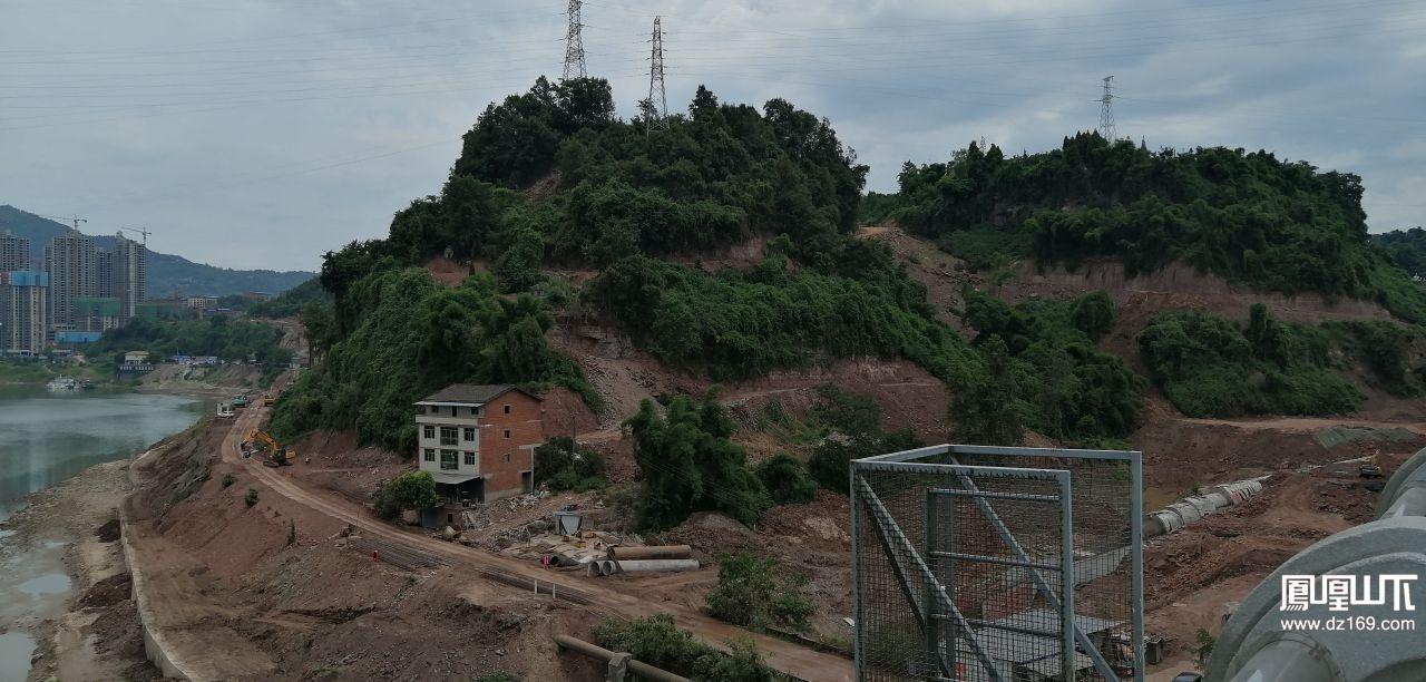 加紧建设中的临江公园