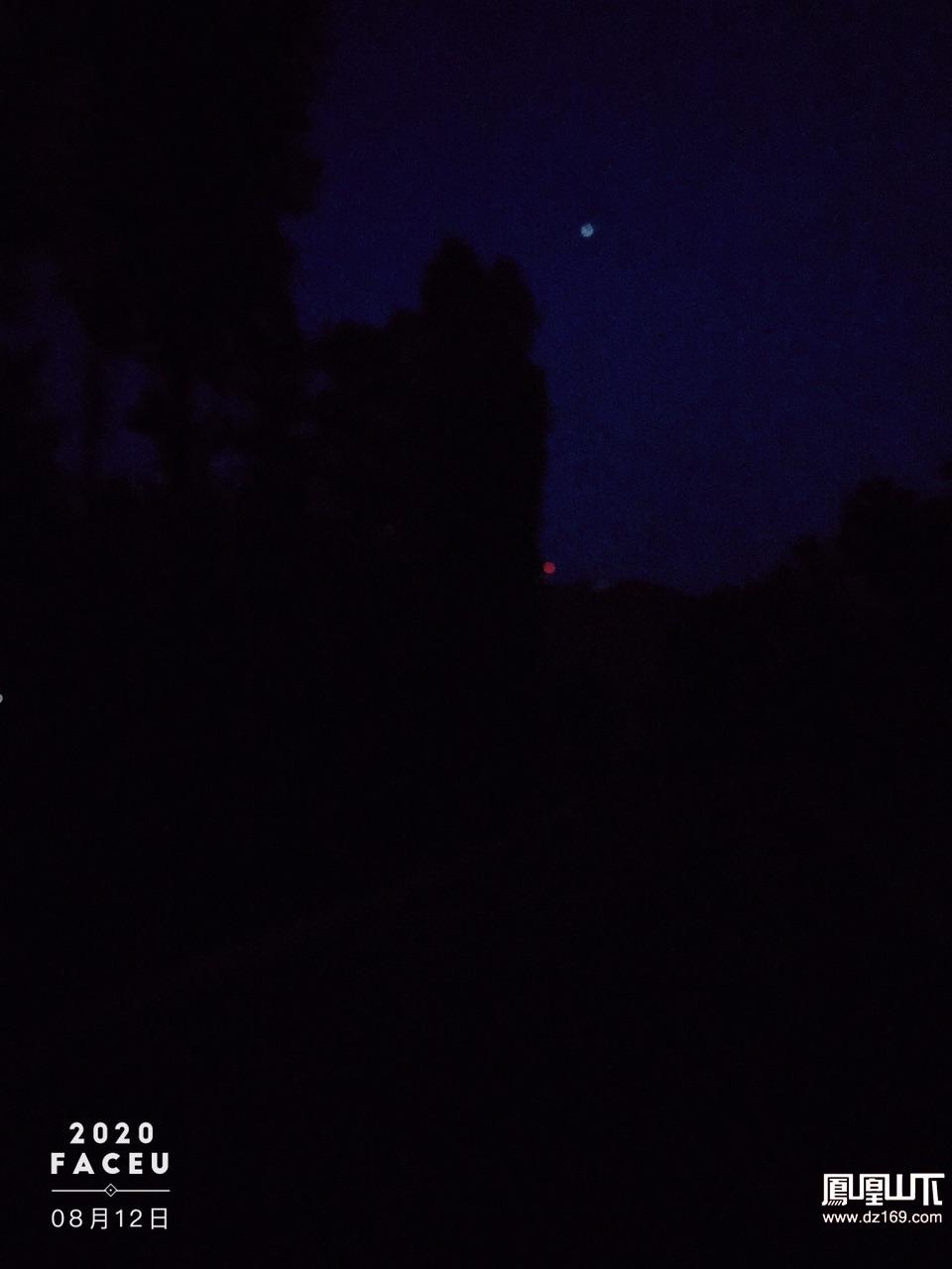 这么大个文体公园,好久晚上开路灯!给不起电费吗