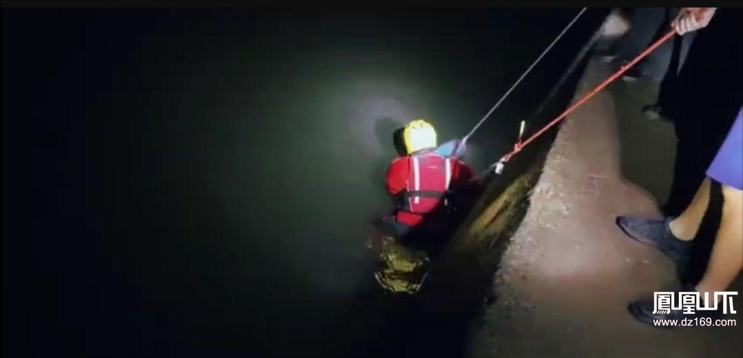 达州一男子疑因情感问题轻生,公安联合消防成功救援