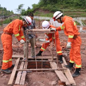 施工人员被困深井 渠县消防紧急救援
