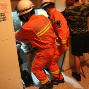 金龙大道特勤中队成功营救3名电梯被困人员