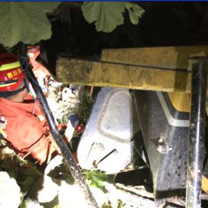 挖掘机侧翻 达州市消防支队南外镇中队成功处置