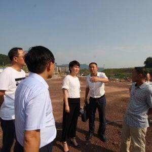 中共达川区委常委、宣传部长张鑫在达川中学新校区现场办公