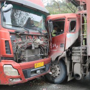 两辆货车相撞 达州消防紧急救援