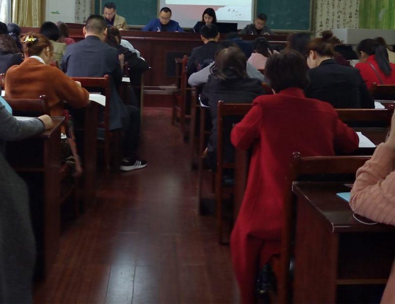 通川区三小工会组织学习《女职工劳动保护特别规定》