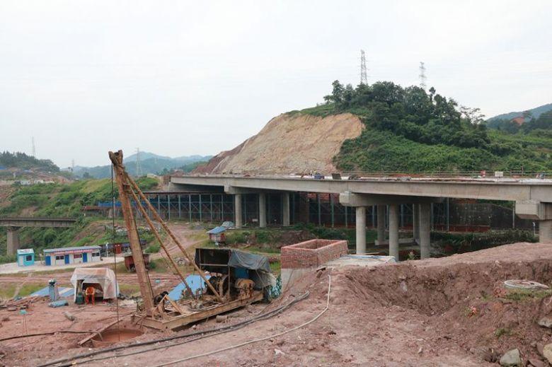 达川区三里坪C线跨铁路桥最新进度(视频+图)
