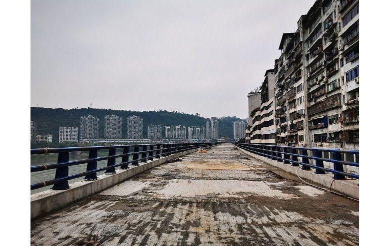 行走在建设之中的达城快速通道东段上