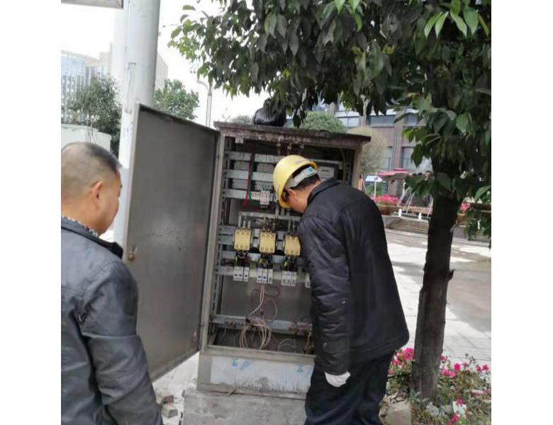 开江县住建局开展路灯设施安全隐患排查工作