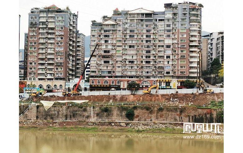 洲河花园前的滨河路正在抓紧建设