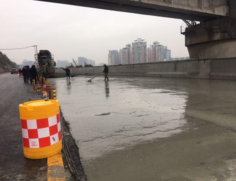 三里坪东辰学校下面南滨路路基整治维修进展