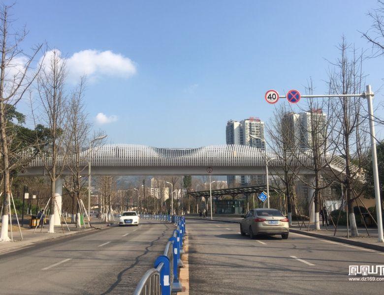 塔沱人行天桥完工,游览三大公园更便捷安全