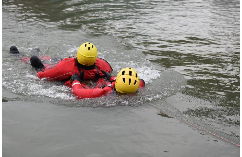 达州消防救援支队开展抗洪抢险救援演练