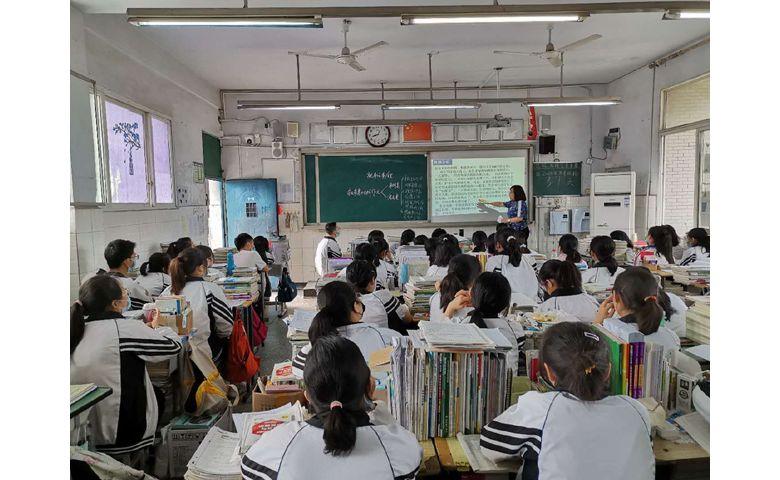 达川中学示范观摩助推青年教师专业成长