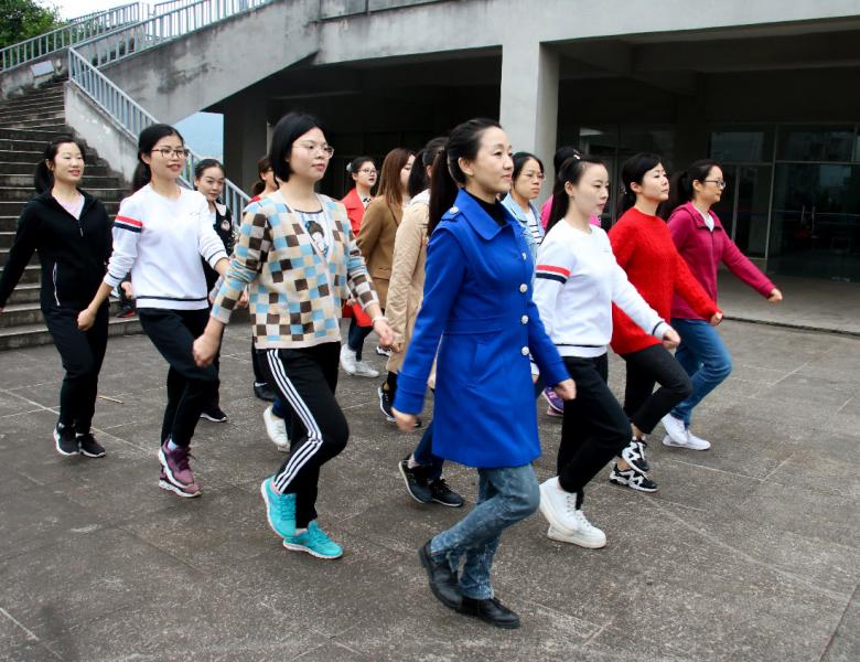 四川省达州生态环境监测中心站积极组队参加市直机关第八届职工运动会