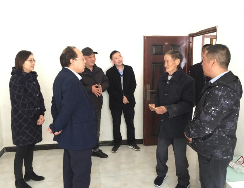 市生态环境局党组书记、局长袁勇赴定点帮扶村开展扶贫工作