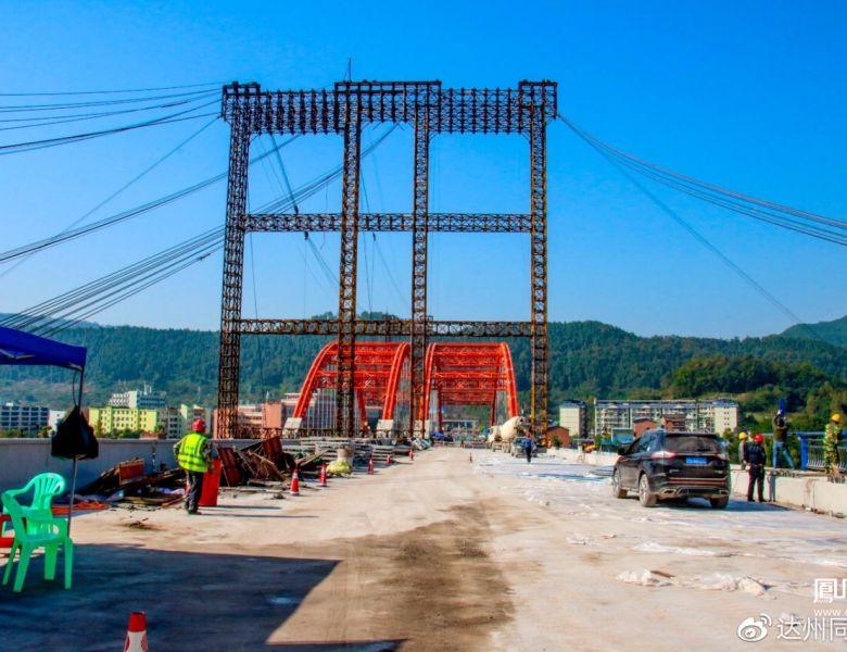徐家坝州河大桥完成半幅桥梁架设