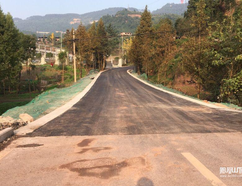 西外塔石路至巴人文化广场道路整修完工通车