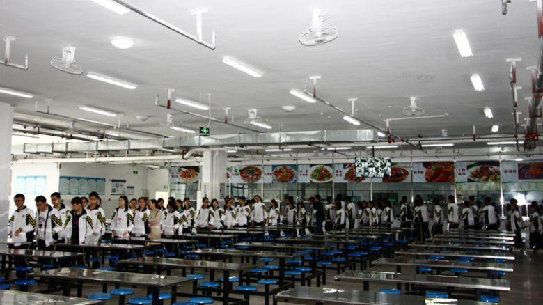 达川中学华蜀校区部分学子到三里校区开展体测和观摩活动